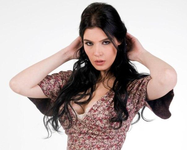 Хатідже Шенділь - турецька телеведуча, актриса і модель