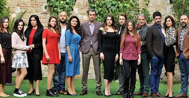 """Турецький серіал """"Уламки щастя"""""""