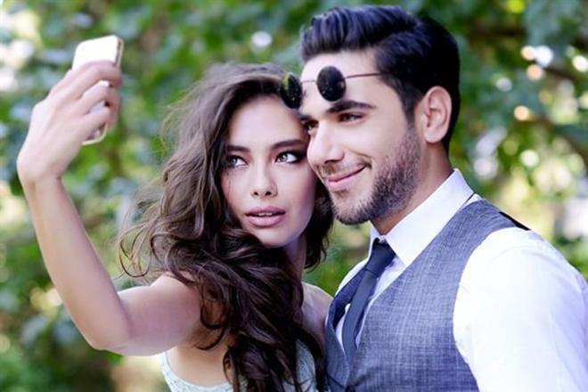 Несліхан Атагюль з красенем актором Кадіром Догулу