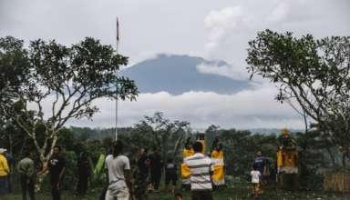 Вулкан Агунг на острові викинув попіл другий раз за сім днів